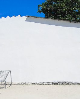 WHITE WALL in Maldives